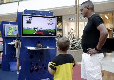 Shopping de Brasília recebe atração gratuita com brinquedos que marcaram época nas décadas de 1980 e 1990