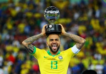Daniel Alves é contratado pelo São Paulo