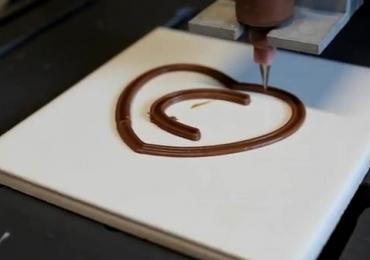 Estudantes de Minas Gerais criam impressora 3D que imprime chocolate