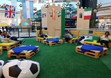 Em clima de Copa do Mundo shopping de Brasília monta arena exclusiva para troca de figurinhas