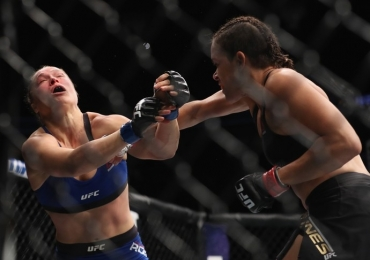 Mesmo derrotada Ronda Rousey ganhou R$ 10 milhões enquanto Amanda Nunes faturou 'só' R$ 800 mil na luta do UFC 207