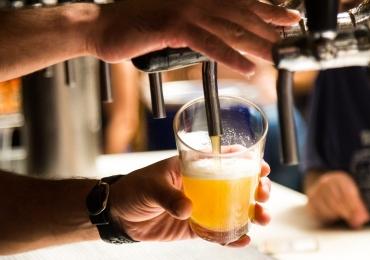 Dia do chopp sem imposto tem cerveja por R$ 3,50 em bar de Goiânia