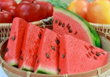 Detox natural: 12 alimentos que limpam, desincham e secam barriga