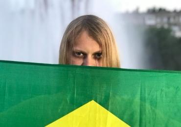 Após se tornar 'amuleto brasileiro', patrocinador convida e torcedor misterioso estará no jogo do Brasil