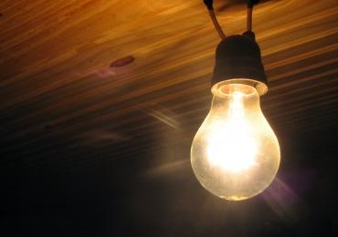 Aneel diz que cobrança a mais na conta de luz será devolvida este ano
