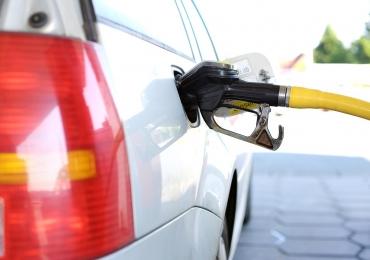 Abastecer durante o frio economiza combustível: verdade ou mito?
