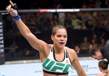 Amanda Nunes derruba Ronda Rousey em 48 segundos e faz história no UFC; veja o vídeo