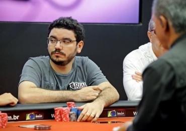 Goiano João Bauer é o 'rei do poker' do Brasil e fará palestra gratuita nessa terça-feira, 17, em Goiânia
