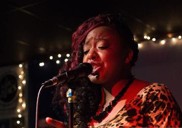 Ícone internacional do blues, Annika Chambers se apresenta em Goiânia