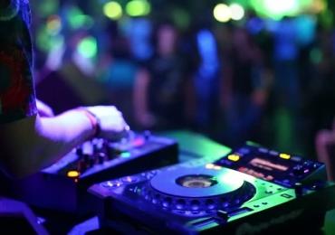 DJs da Grécia e dos EUA comandam festa de aniversário de balada gay