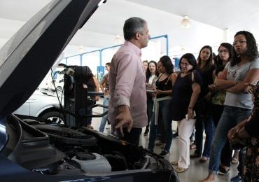 Concessionária de Brasília oferece cursos gratuito de mecânica para mulheres