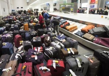Justiça proíbe cobrança por despacho de bagagem em voos