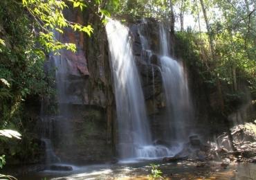 A energia de São João D'Aliança espera por você: paisagens de cartão postal, com belíssimas cachoeiras rodeadas por cânions