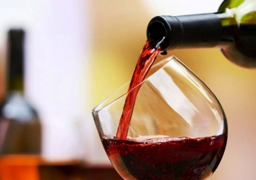 Bretas oferece 50% de desconto em vinhos importados