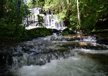 Descobrimos uma cachoeira quase intocável no lado oeste do cerrado goiano