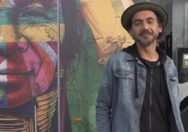 Grafiteiro Kobra transforma ônibus em uma super galeria de arte itinerante: Veja como ficou