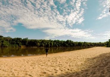 Praias, botos, águas quentes e um tesouro chamado Aragarças, no Rio Araguaia em Goiás