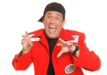 Rá! Sérgio Mallandro apresenta stand up comedy com entrada franca em Goiânia