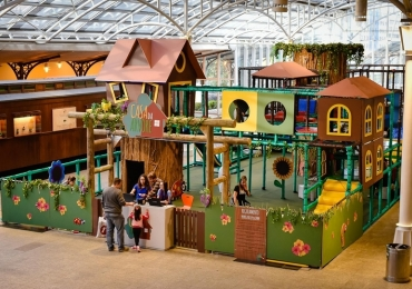 Shopping de Uberlândia recebe 'Casa da árvore' com circuito de brincadeiras para agitar temporada de férias