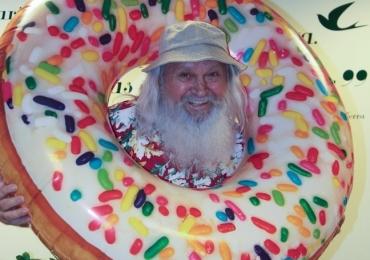 Papai Noel vai entrar de férias e se despede do público com roupa inusitada em Goiânia