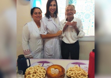 Idoso de 89 anos ganha festa de aniversário surpresa de enfermeiras de UBS que cuidam dele todos os dias em Catalão, interior de Goiás