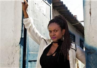 A professora transexual que trocou indenização de R$ 20 mil para dar aula a seus agressores