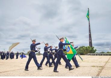 Edição da troca da bandeira em Brasília contará com  desfile cívico, exposição e atividades para toda a família