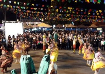 Comidas típicas, danças e muita música animam festa de São João no Guará