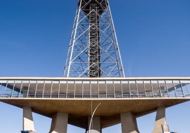 Torre de TV é interditada após chuvas fortes em Brasília