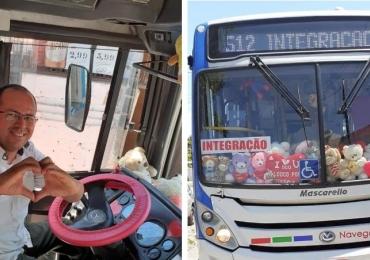 'Love Bus' circula em João Pessoa cheio de ursinhos de pelúcia e faz sucesso na internet