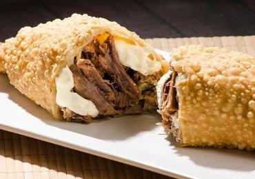 Onde comer pastéis gigantes e deliciosos em Goiânia
