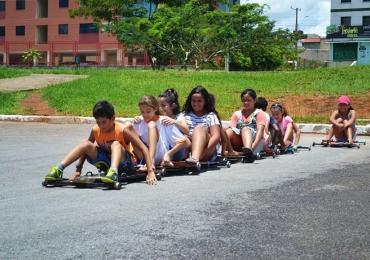 Projeto Curumim leva brincadeiras de ruas e jogos para crianças em Samambaia
