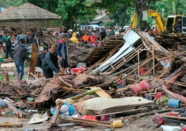 Tsunami atinge a Indonésia e deixa 200 mortos e 800 feridos