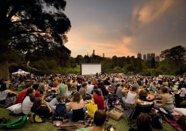 Brasília recebe festival de cinema a céu aberto com shows, DJs, food trucks e entrada gratuita