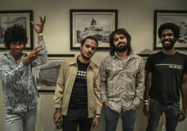Banda goiana de rock psicodélico 'Boogarins' lança disco no Bananada Sessions