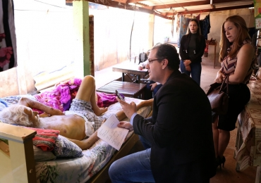 Juiz realiza audiência na casa de idoso com câncer que não conseguia ir ao fórum em Goiás