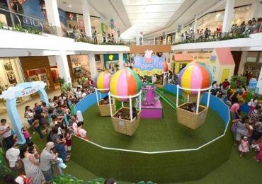Evento da Peppa Pig tem carossel de balões com 6m de altura em shopping de Goiânia