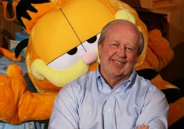 O aniversário é do Garfield, mas quem ganha presente são seus fãs
