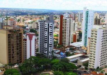 Contadores de Histórias de Goiânia, Brasília, São Paulo e MG se apresentam na Praça Sérgio Pacheco em Uberlândia