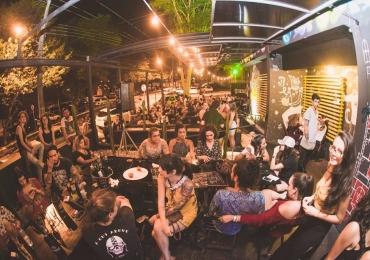 Bar alternativo em Goiânia comemora aniversário com shows e pintura ao vivo do Bicicleta Sem Freio
