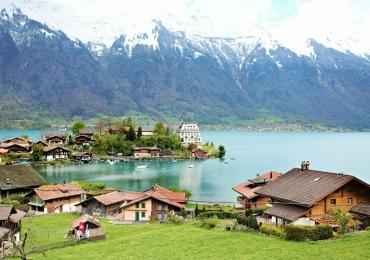 Este pedacinho do paraíso nos alpes da Suíça oferece 82 mil reais para quem mudar para lá