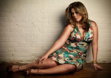 Playboy apresenta capa com modelo 'plus size' pela primeira vez; veja a foto