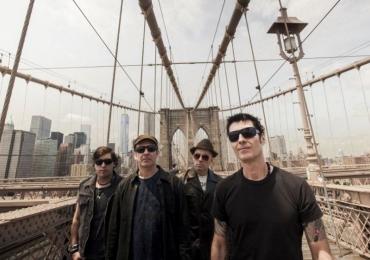 Capital Inicial traz novo show Acústico NYC para o Luau do Iate Clube em Brasília