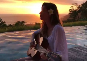 Gisele Bündchen surpreende ao cantar 'Trem-Bala' em vídeo publicado na web