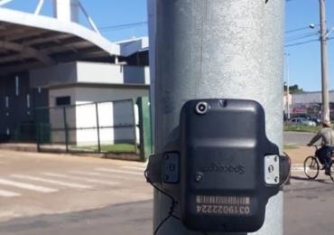 Tornozeleira eletrônica é encontrada presa a poste em terminal de ônibus de Aparecida de Goiânia