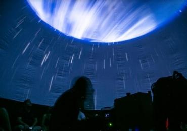 Planetário móvel gratuito desembarca em Brasília e proporciona verdadeira viagem por galáxias, planetas e estrelas