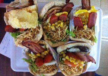 13 pit dogs em Goiânia que colocam muito food truck no chinelo