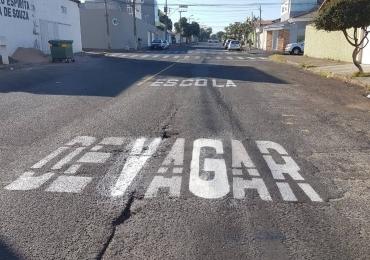 Erro ortográfico em sinalização de trânsito, em Uberlândia, viraliza nas redes sociais