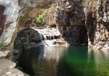 Conheça um complexo com quedas d'água, piscinas naturais e trilhas a poucas horas de Uberlândia