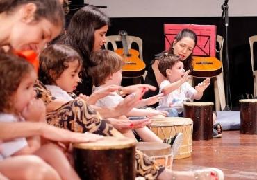 Troque o tablet do seu filho por um instrumento musical